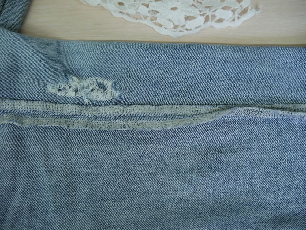 Seams on a random regular jeans