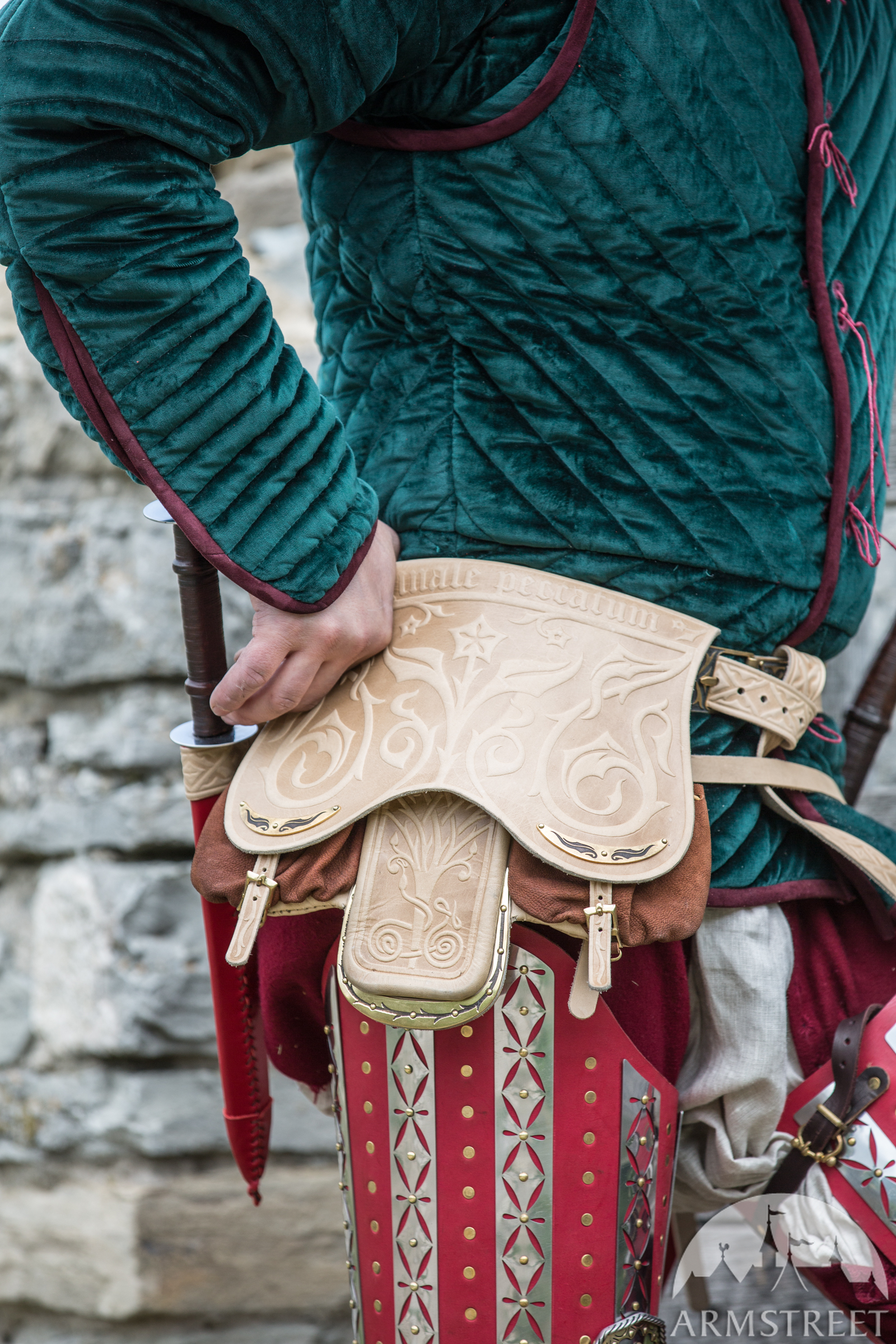 Kingmaker Bag belt gambeson